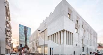 Сувора геометрія та дивовижні розміри: велична споруда новітньої школи у Марселі