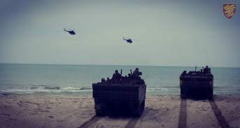 Українські десантники провели навчання на морському узбережжі: фото