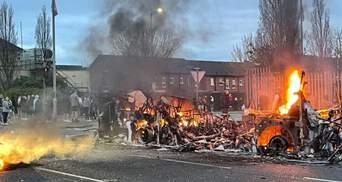 Из-за беспорядков в Северной Ирландии туда выехали силовики из Британии
