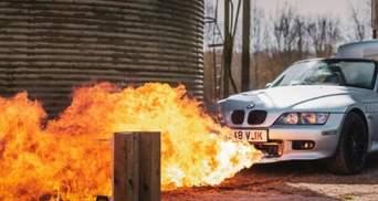Как у Джеймса Бонда: блогер создал автомобиль агента 007 со встроенными пулеметами и огнеметом