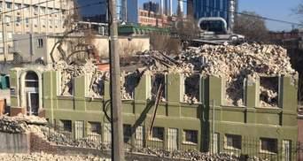 В КМДА теж занепокоєні знесенням у Києві історичного будинку Уткіна
