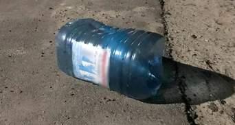 На Волині собаці натягнули на голову пляшку: його рятували патрульні – відео