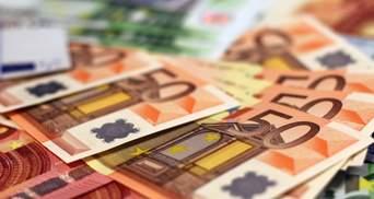 Курс валют на 15 квітня: євро продовжує стрімко дорожчати,  долар трохи подешевшав