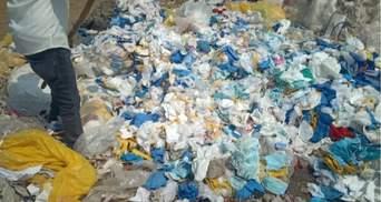 Індійська фабрика набивала матраци брудними медичними масками: фото