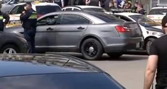 В Тбилиси полиция штурмует банк, где неизвестный захватил заложников: видео