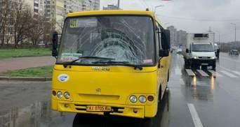 Проїхав майже 50 метрів: на Позняках у Києві маршрутка на смерть збила жінку – фото