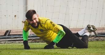 Як воротар Олександрії пропустив курйозний гол, закинувши м'яч у власні ворота: відео