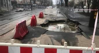 У Києві сталася аварія на мережах водопостачання: де обмежений рух транспорту