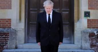 Джонсон не был на похоронах принца Филиппа, но почтил его память: видео