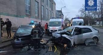 Лобове зіткнення автівок на Мельницькій в Одесі: є загиблий – фото, відео