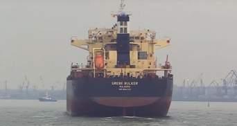 """Корабли Украины и Румынии отражали """"удары"""" с воздуха в Черном море: эффектное видео"""