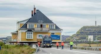 Збереження ідентичності: у Швеції на вантажівках перевозять ціле місто