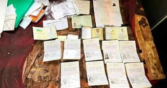 Везли во Францию и забирали документы: на Одесщине разоблачили крупный канал торговли людьми
