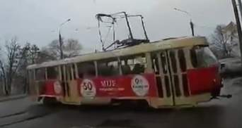 У Харкові трамвай влаштував дрифт боком: всередині були пасажири – відео