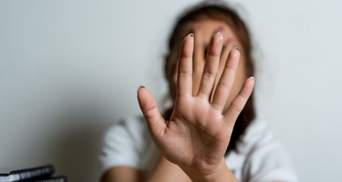 Жестоко избивал, а потом забрал детей: во Львове ИТ-менеджер пытал жену – видео 18+