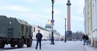 Свозят технику и выставили ограждение: Кремль готовится к протестам из-за Навального