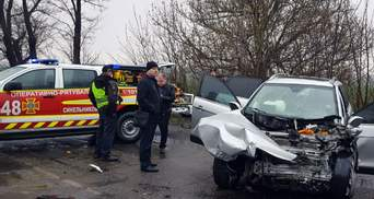 Смертельна ДТП під Дніпром: водія довелося вирізати з понівеченого авто – фото, відео