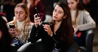 На официальной встрече с Зеленским была ню-модель Микович: она обнажалась после пари с Филатовым