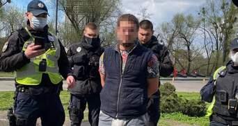 У Києві на Печерську невідомий стріляв у дорожників і втік з місця: є поранений – відео