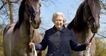 Улыбчивая и счастливая: в сети появилось новое фото королевы Елизаветы II