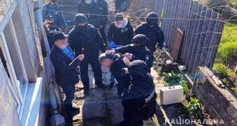 Мужчину, который топором разгромил АТБ, задержала полиция: ему светит до 7 лет