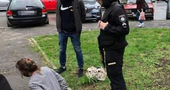 Вдарила скляною пляшкою: на Рівненщині п'яна жінка накинулася на поліцейську
