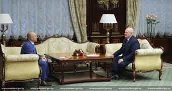 """Мабуть, любов: Лукашенко потішив """"слугу"""" Шевченка ексклюзивними подарунками – фото"""