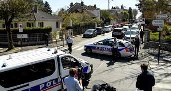 У Франції чоловік накинувся з ножем на поліцейських: влада заговорила про теракт