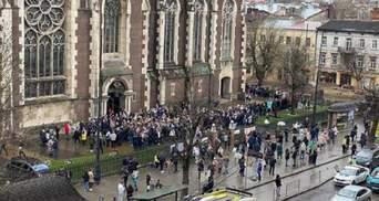 Вербна неділя у карантин: попри обмеження українці масово йдуть до храмів