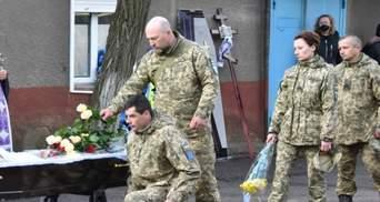 На Волыни попрощались с погибшим на Донбассе бойцом Александром Луциком