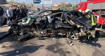 Машину разорвало на части: жуткое ДТП в Одессе – фото, видео