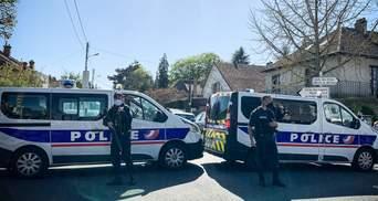 Вбили поліцейську: через теракт у Франції вже затримали 5 людей