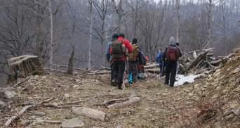 Рятувальники в Карпатах відновили пошуки туриста з Києва, який зник ще 13 лютого