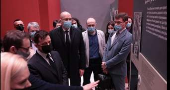 Україна пам'ятає: Зеленський і Шмигаль відкрили мультимедійну виставку присвячену Чорнобилю