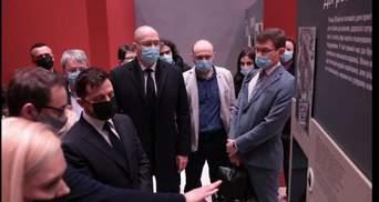 Украина помнит: Зеленский и Шмыгаль открыли мультимедийную выставку посвященную Чернобылю