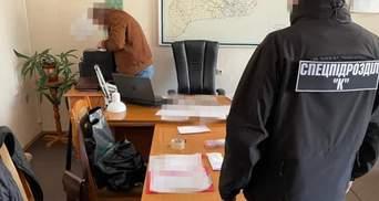 """""""Відкати"""" за дороги: у Чернівцях посадовець ОДА вимагав 600 тисяч гривень хабаря"""