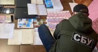 СБУ обнаружила межрегиональную преступную группировку: фото с задержания и обысков дельцов