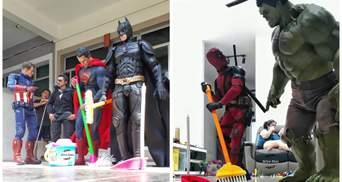 Бетмен і Людина-павук знайшли сім'ю, і тепер мережу веселять домашні репортажі із супергероями