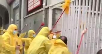 Фани Райо у захисних костюмах помили стадіон після матчу проти Альбасете Зозулі: відео