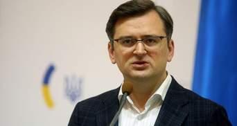 Россию могут отключить от SWIFT: Кулеба приветствовал решение ЕС
