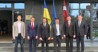 Латвия и Литва открыли почетные консульства на Донбассе
