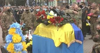 Загиблого на Донбасі воїна Романа Гуляка поховали на Хмельниччині