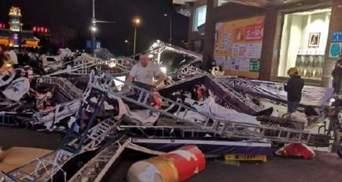 Жахливий ураган у Китаї: є загиблі і багато постраждалих – відео