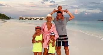 Пасха на Мальдивах: Григорий Решетник умилил праздничным фото с семьей