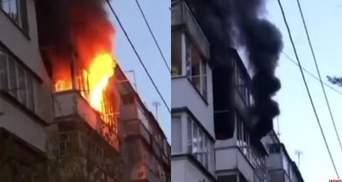 В Житомире дотла сгорела квартира: во время пожара погиб 81-летний мужчина – фото, видео
