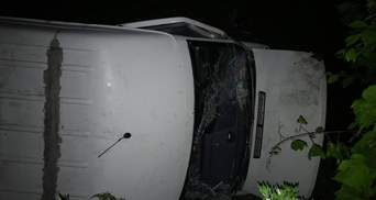 Перевернулся пассажирский автобус: авария с пострадавшими на трассе Одесса – Киев