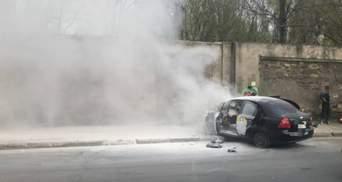 Такси Uklon врезалось в стену и загорелось: в Одессе произошло смертельное ДТП – видео 18+