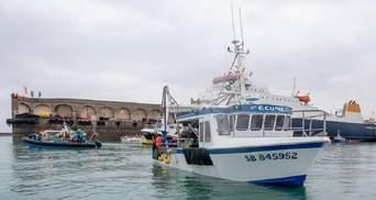 Ситуація загострюється: Франція слідом за Британією відправила бойові катери до острова Джерсі