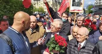 Были без масок и прославляли Сталина: в Киеве Симоненко привел сторонников к Вечному огню