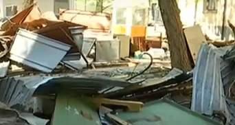 В Киеве титушки разбили гаражи и подрались с их владельцами: пострадала женщина